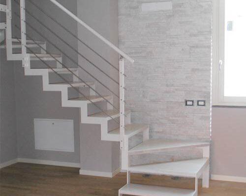 camyfersnc-realizzazioni-galleria-scala-interna-bianca