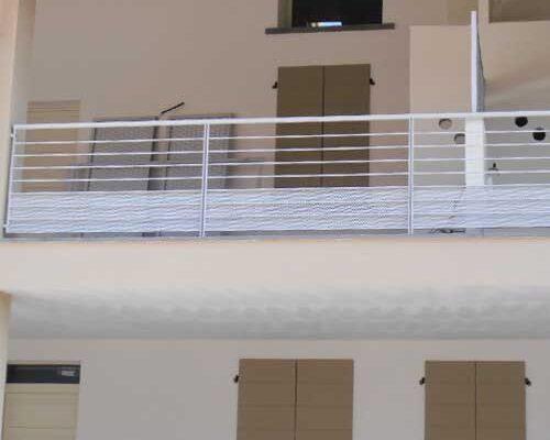 camyfersnc-realizzazioni-recinzione-bianca-esterna-balcone